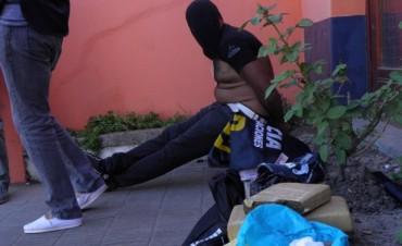 Apresaron a un hombre que comercializaba mariahuana y cocaína en la ciudad