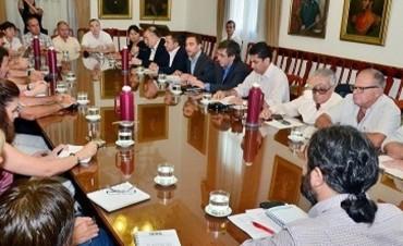 En la reunión con el gobierno AGMER pidió un aumento salarial del 45 por ciento