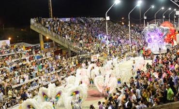 Tres comparsas con propuestas estilísticamente disimiles desfilaron frente a cerca de 25 mil espectadores