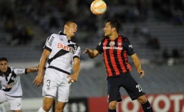Sin jugar bien, San Lorenzo logró un triunfo sobre el final ante Danubio en su debut en la Copa