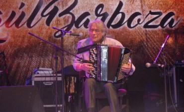 Raúl Barboza abrió la última luna con un teatral espectáculo chamamecero