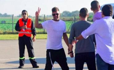 Para saludarlo, las fans de Ricky Martin tuvieron que ser desinfectadas