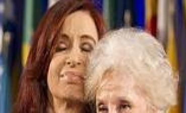 Estela de Carlotto contó que Cristina Kirchner quiso renunciar a la Presidencia en 2008