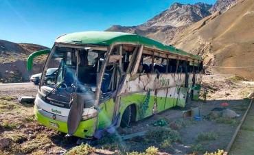 Tragedia en Mendoza: el velocímetro del micro quedó clavado en 100 km/h