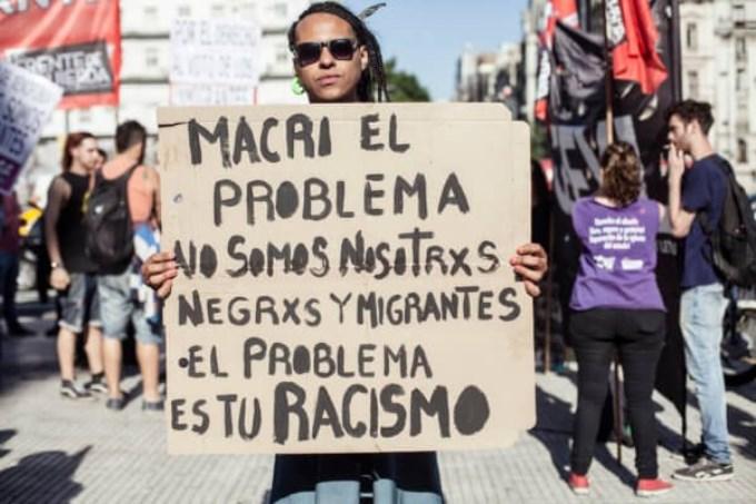Los inmigrantes, entre la bronca y la angustia