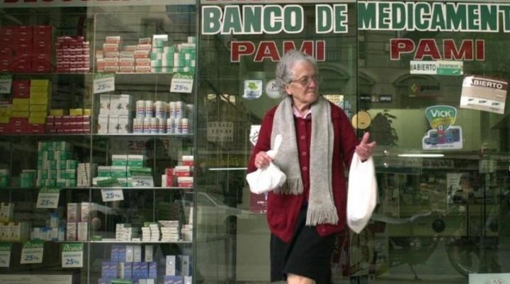 El PAMI quiere comprar los remedios un 30% más baratos