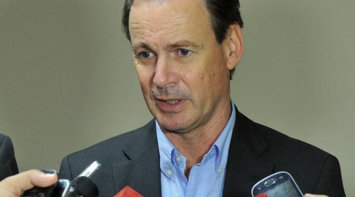 Bordet dijo que no está atado a la oferta salarial del 15%