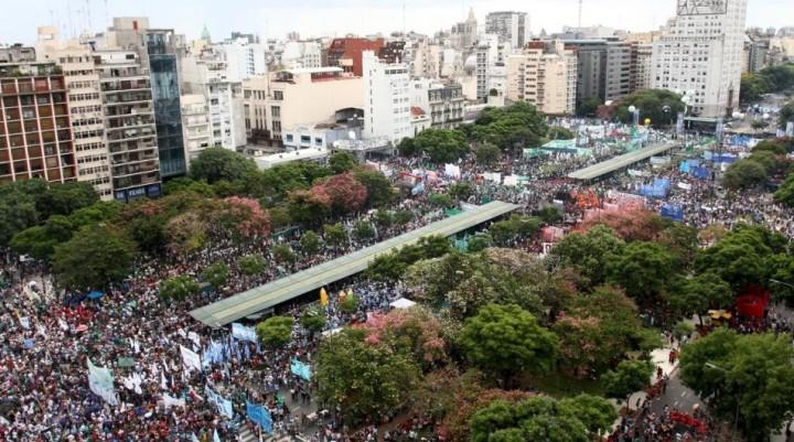 Una multitud contra el ajuste de Macri