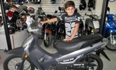 Ateneo hizo entrega de los premios de febrero en el cual se fue una moto 0km