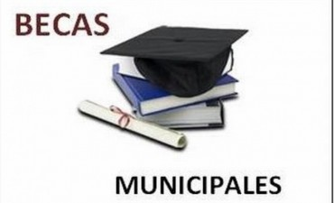 Entrega de formularios para nuevos beneficiarios de becas municipales