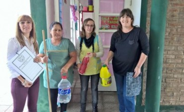 El Municipio aporta elementos de limpieza a las escuelas urbanas en el marco de la emergencia sanitaria