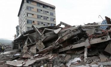 Buscan a turistas argentinos que perdieron contacto tras el terremoto en Ecuador