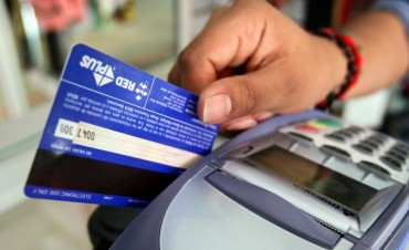 Prorrogaron la devolución de IVA por compras con tarjeta de débito