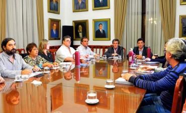 NUEVA OFERTA: gobierno ofreció 21%, gremios rechazaron y habrá nueva reunión