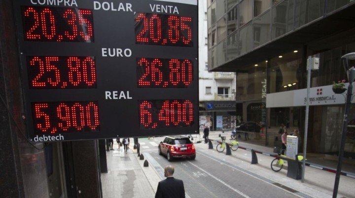 Pese a vender otros u$s 853,3 M, el BCRA no logró frenar al dólar: trepó 29 centavos al récord de $ 20,84