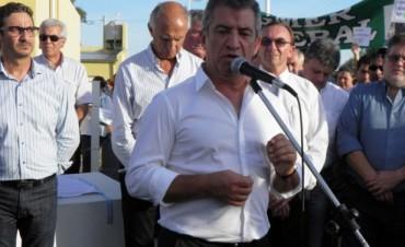 Urribarri inauguró 50 viviendas y prometió el llamado a licitación para la Escuela N 11