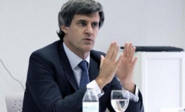 Alfonso Prat Gay aseguró que aumentaron tanto el empleo como los salarios