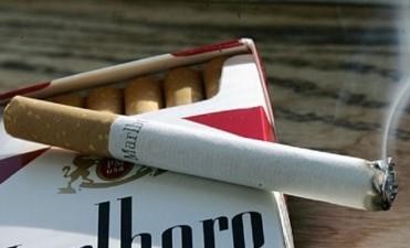 Por la caída de las ventas, bajan los precios de los cigarrillos