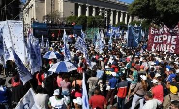 Las organizaciones sociales realizaron su acto ante el Monumento al Trabajo