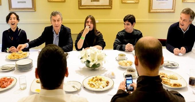 Macri almorzó en la Rosada con usuarios de Taringa!