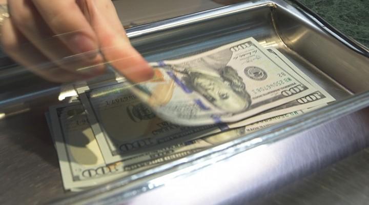 Tras el pedido de ayuda al FMI, el dólar cerró a 22,90 pesos