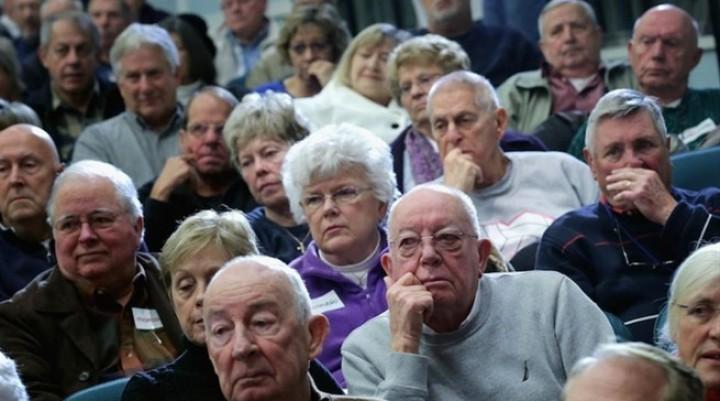 Gobierno oficializó aumento de 5,69 por ciento a los jubilados, que pierden un punto frente a la inflación