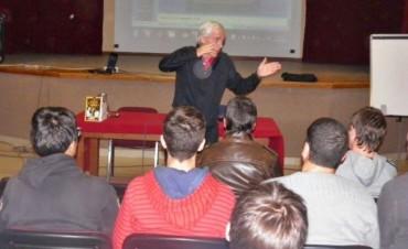 El Profesor Gerardo Salorio ya comenzó su clínica deportiva en Federal