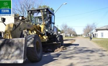 Se Ejecutan trabajos de bacheo, repaso de calles y limpieza general