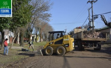 Se ejecutan trabajos de cuneteo e higiene urbana y otras mejoras en el cementerio