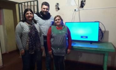 El Municipio entregó un televisor a la residencia del COPNAF