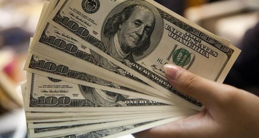 Sin Sturzenneger, con Caputo y Dujovne, el dólar igual sube y marca récord devaluatorio