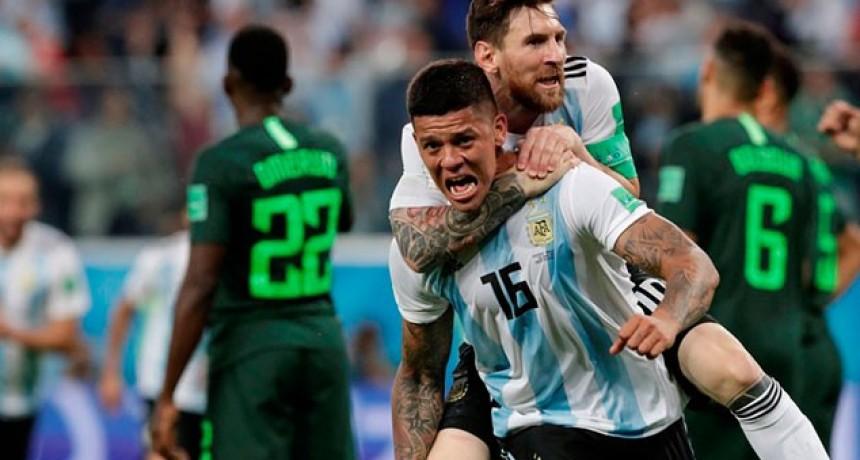 Con el corazón en la mano, Argentina venció agónicamente a Nigeria y pasó a octavos