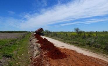 Vialidad continúa con el mantenimiento de caminos en el centro de la Provincia