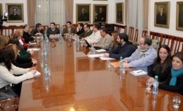 Gremios y gobierno acordaron continuar el diálogo luego del acuerdo con ATE y UPCN