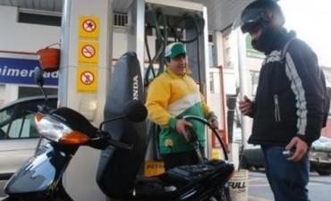 En Federal prohibido cargar combustible a motociclistas sin casco