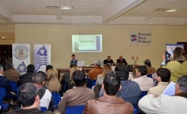 Autoridades Municipales participaron de una conferencia a cargo de un especialista en Economía