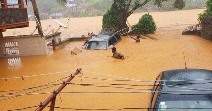 Siguen apareciendo cadáveres en Asia y África por las inundaciones