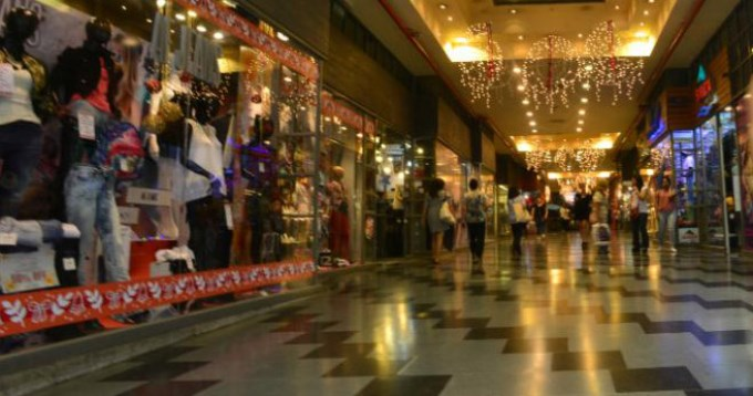 Ventas en shoppings y supermercados siguen en baja