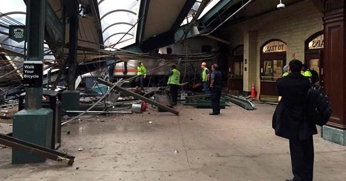 Fatal descarrilamiento y choque de tren en Nueva Jersey