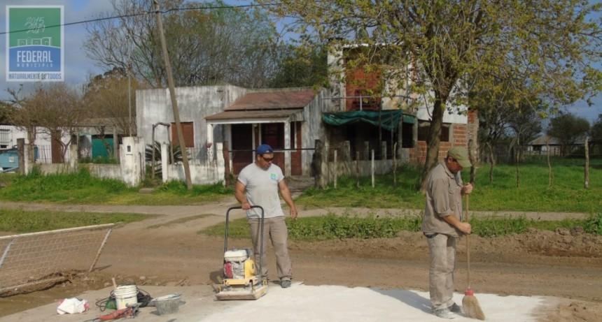 CONTINÚA LA CONSTRUCCIÓN DE BADENES EN CALLE PRESIDENTE PERÓN