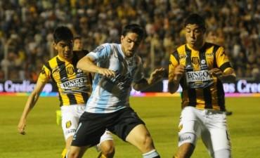 Racing empató con Olimpo en Bahía Blanca y se alejó de la pelea del campeonato