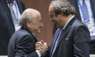 El escándalo de la FIFA arrastra también a Platini