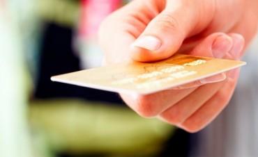 Redujeron las tasas que las tarjetas cobran por vender en cuotas