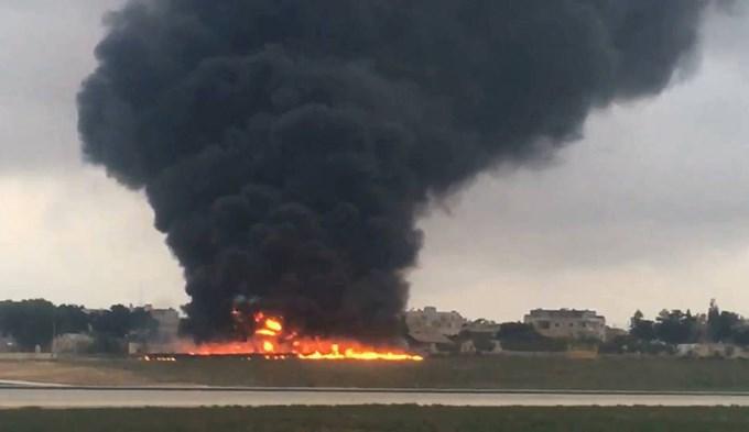 Se incendió y estrelló avión en Malta: cinco muertos