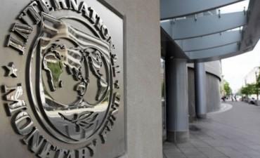 Desde el FMI piden flexibilización laboral y bajar los salarios