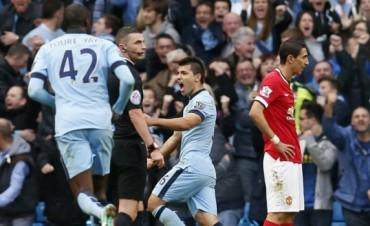 Con un golazo de Agüero, el City ganó el clásico de Manchester ante el United de Rojo y Di María