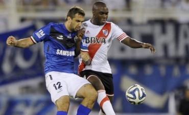 River selló un empate con Vélez y conservó su invicto, pero acortó la ventaja en la cima