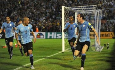 Eliminatorias: Uruguay se tomó revancha ante Chile en Montevideo