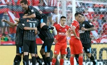 Racing derrotó a Independiente y tiene un pie en la Libertadores