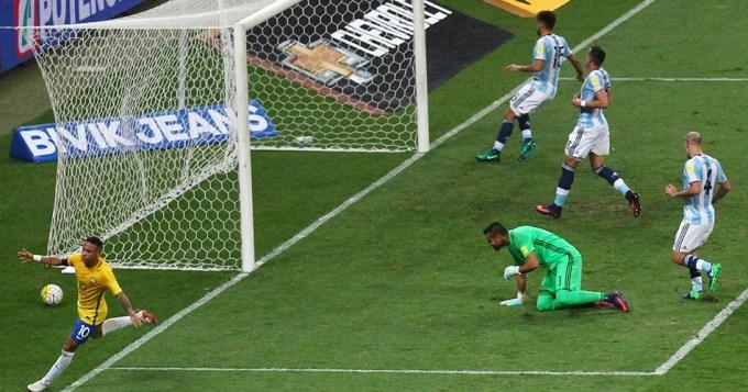 Mal horizonte: Argentina dio lástima y perdió con Brasil